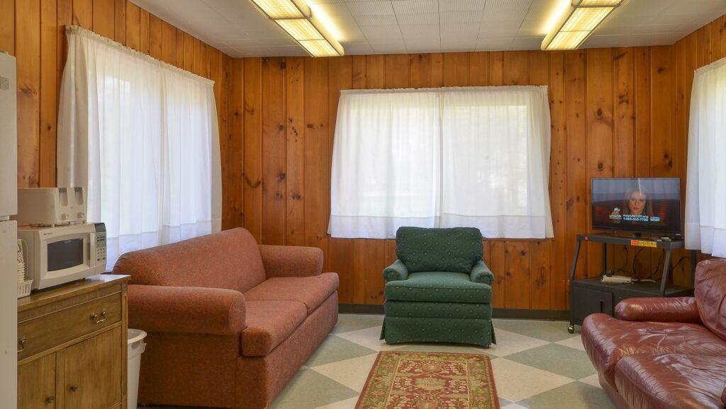 Cabin Dayroom 3