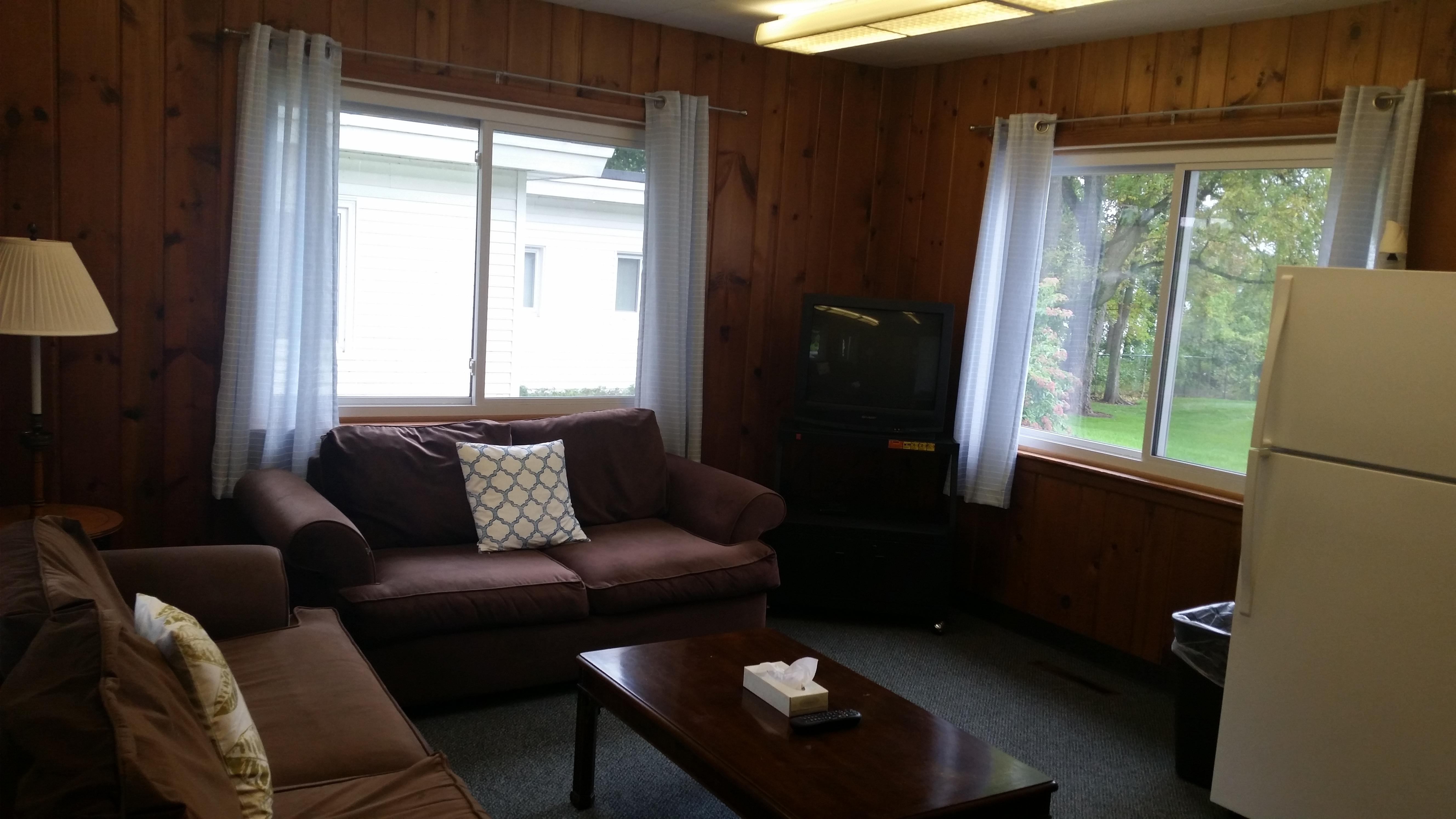 Cabin B – Living Room